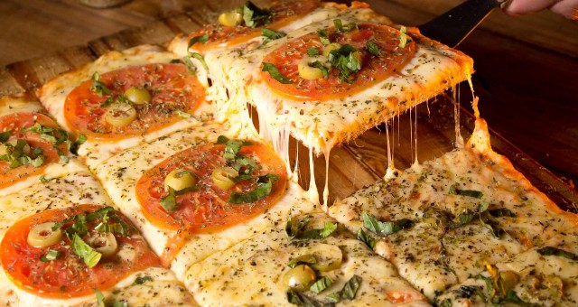 רוצים פיצה כמו במאפייה? הטרנד החדש – אבן שמוט
